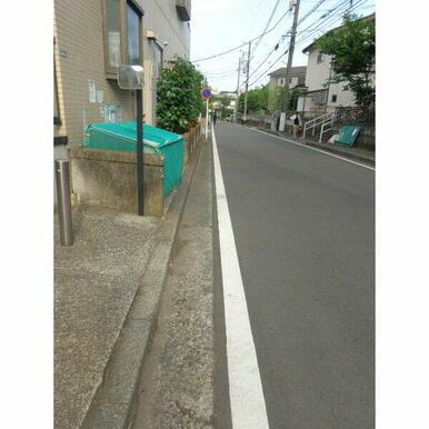 日吉本町駅すぐの道を通って帰宅できます。