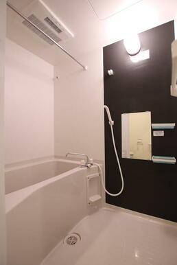 洗濯物を乾かすのに便利な浴室乾燥機付き♪