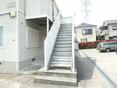 2Fへの入口の共用階段