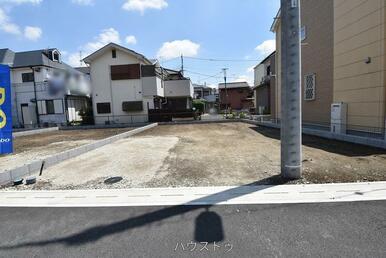 前面道路は6m!車通りも少ないので、ゆったり落ち着いて駐車が出来そう(*^-^*)お家の前でもお子…
