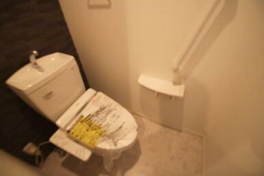 トイレは洗浄機能便座付きです★
