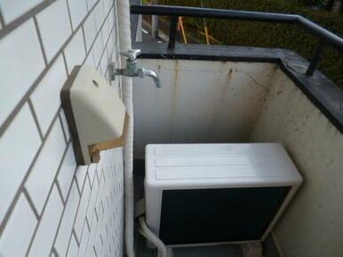洗濯機置き場はバルコニーです