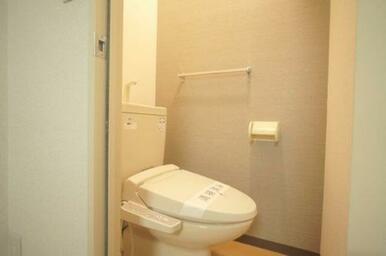 アクセントクロスがおしゃれなトイレ