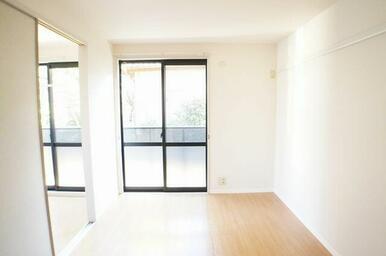 【洋室】こちらのお部屋にもエアコン設置可能です。