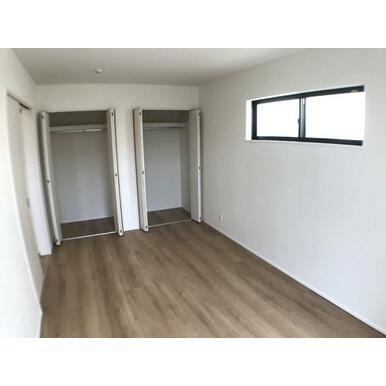 洋室 全室収納スペース付きなので住空間もスッキリします。
