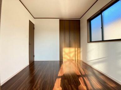 「2階東側洋室」