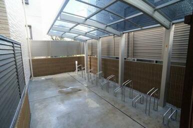 大切な自転車を雨から守る屋根付き駐輪場♪