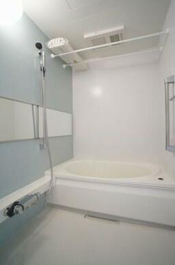 冷めてしまった湯船もすぐにあったかく!浴室追焚機能付☆サーモスタットで温度調整も楽々♪雨の日も安心!