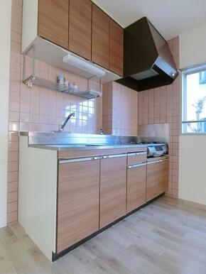 ★キッチンの横に窓があり換気しやすいです★