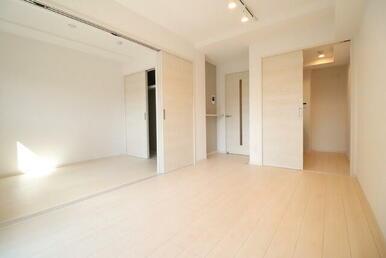 LDKと洋室が隣接した人気の間取り♪(別号室同タイプの写真です)