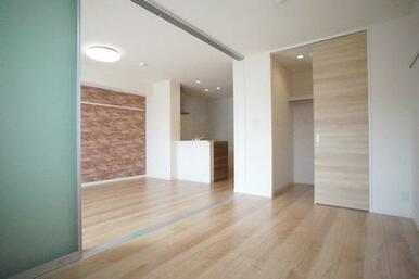 ◆洋室(6.0帖)◆WICもついており、お部屋が広々と使えそうです!