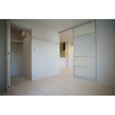 ◆洋室(6.3帖)◆WICがあるので、お部屋を少しでもスッキリと使えそうですね!