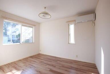 1フロア2住戸・角部屋・2面採光で明るい居室
