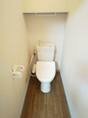 洗浄機能付きで快適なトイレ♪