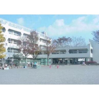 府中市立本宿小学校