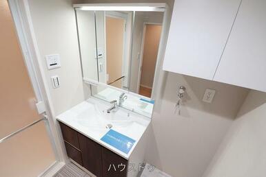 鏡の中と洗面所下が収納になっており、たっぷり収納が可能◎洗面台回りもすっきり片付きそうですね!