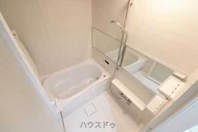 浴室には暖房乾燥機付き!冬の寒い時期にも温かくお過ごしいただけます!また、浴室のカビ対策から雨の日…
