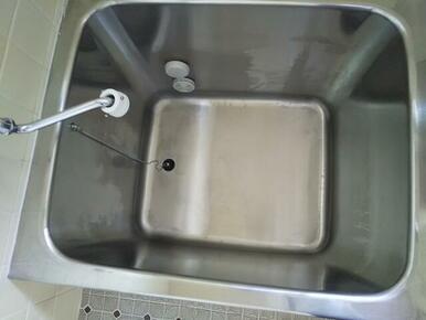 いつでも温かい湯舟に浸かれる追焚き完備の浴室