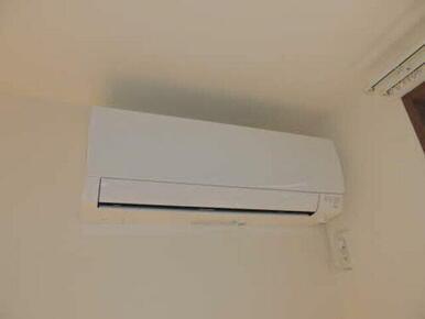 洋室にもエアコンが付いてます♪