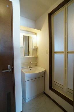 洗面所⇒浴室◆独立洗面化粧台装備
