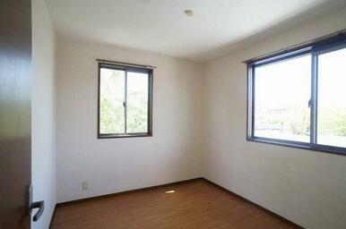 洋室(4.2帖)◆収納も確保されています