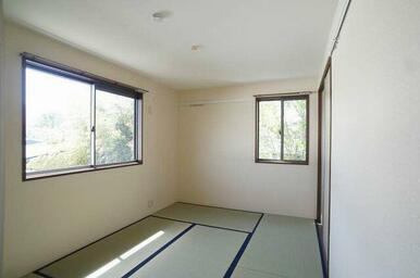 和室(約6帖)◆2面採光で風通しがよく、明るいです。