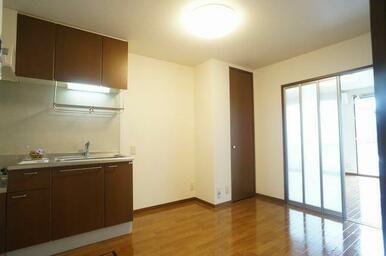 6.7帖のダイニングキッチン♪お料理するだけでなく、お食事をするスペースとしてご利用頂けます♪