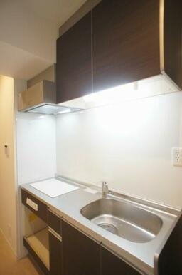 【キッチン】2口IHクッキングヒーターです☆ 火も使わず安心♪ お掃除も簡単です♪