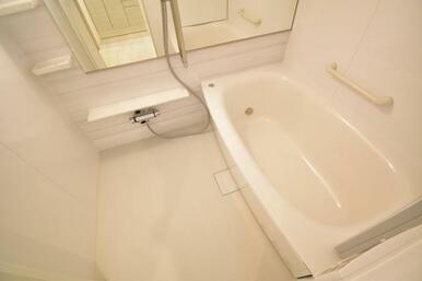 《浴室》浴室乾燥・暖房機付き!雨の日も洗濯物が干せます