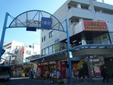横浜藤棚商店街