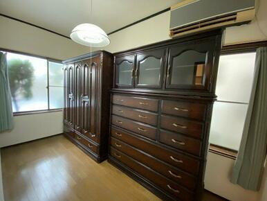 玄関横4帖洋室