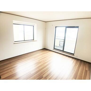 2階8.5帖洋室。全部屋二面採光です。