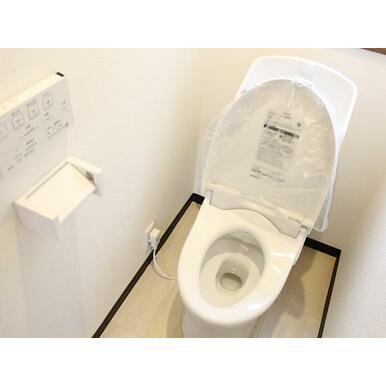 トイレの新品交換済みです。