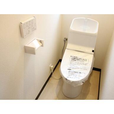 2階トイレ新品交換済みです。