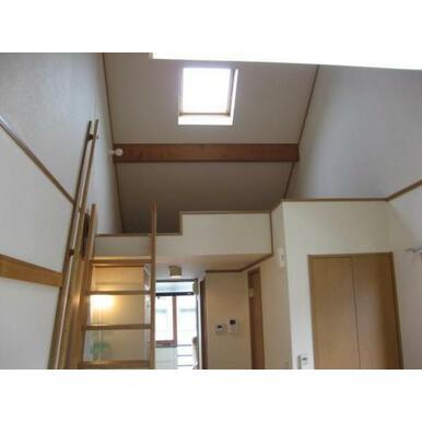 ロフト6帖 階段付 天窓