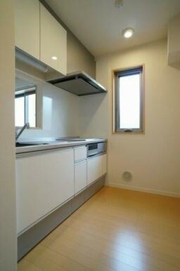 【キッチン】キッチンはIHコンロを設置しています。火を使用しないので安心してお料理が出来ます!