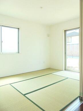 ちょうど良い広さの和室。やすらげる空間です。