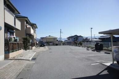 ☆敷地内に各世帯駐車場2台付いております☆