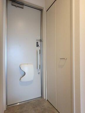 玄関 大きな靴箱でいつもきれいな玄関をキープ♪