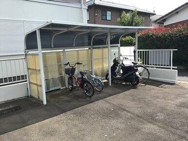【駐輪場】屋根付きサイクルポートで雨ざらしにはならいよう配慮しました。