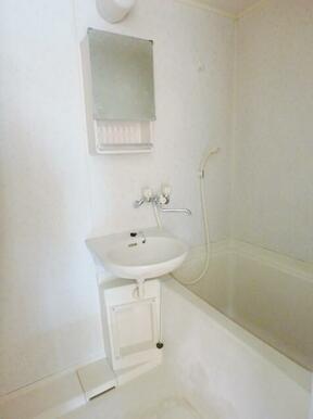 経済的な都市ガスです♪/浴室内洗面
