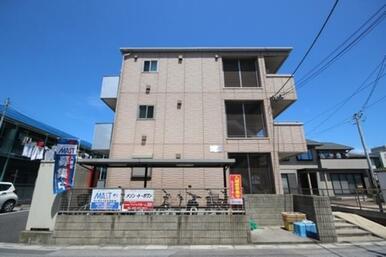 重厚感溢れるコンクリートの外壁が街並みに映えます!