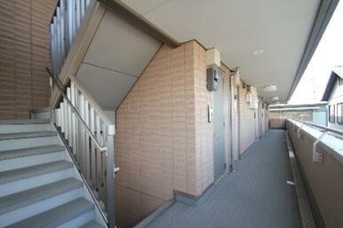 共用廊下及び階段スペースの様子