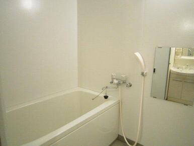 24時間換気システム採用の浴室スペース。