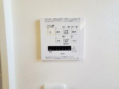 6号棟:浴室 雨の日の強い味方、浴室乾燥機付きのユニットバス。洗濯物をかけられるパイプ付。