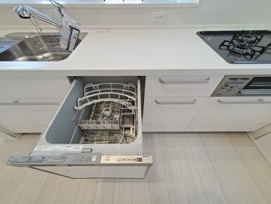 6号棟:キッチン 家事にかかる時間を短縮!食洗機付きの大型オープンキッチン。