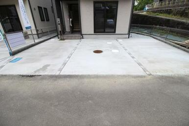 2~3台分の駐車場スペース♪