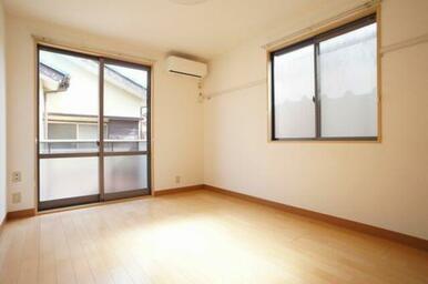 ◆洋室(6.9帖)◆照明付きなので、初期費用が抑えられそうですね♪