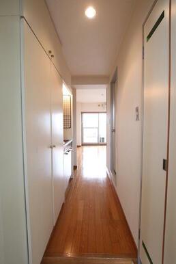 玄関からみた廊下です♪