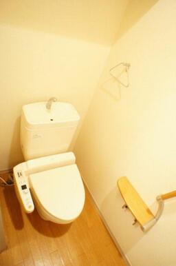 温水洗浄機付きのトイレ